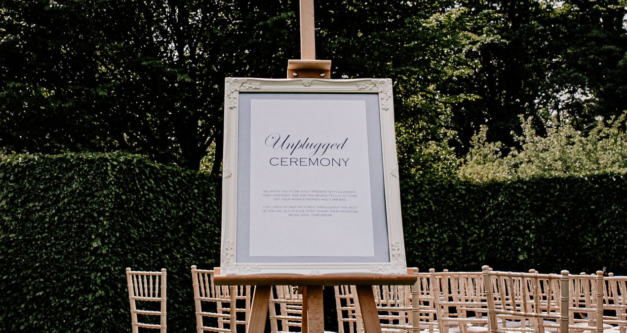 Why you should have an unplugged wedding?